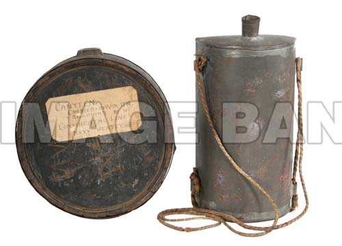 RWq9d_American_wooden_and_British_tin_canteens_psd