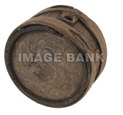 RWq54d- American Revolutionary War wooden canteen with carved initials on the sides